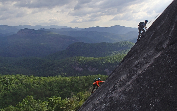 climbing and repelling excursions