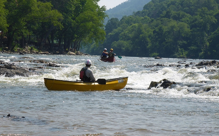 high schools students learn canoeing skills on outdoor leadership trip
