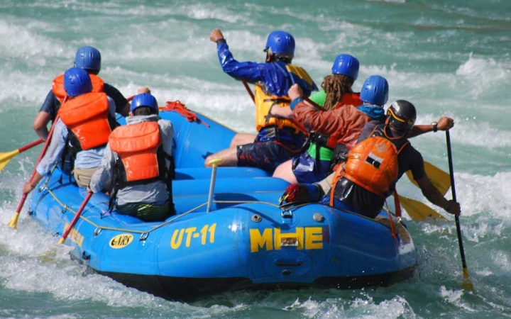 whitewater rafting outdoor program for young adults