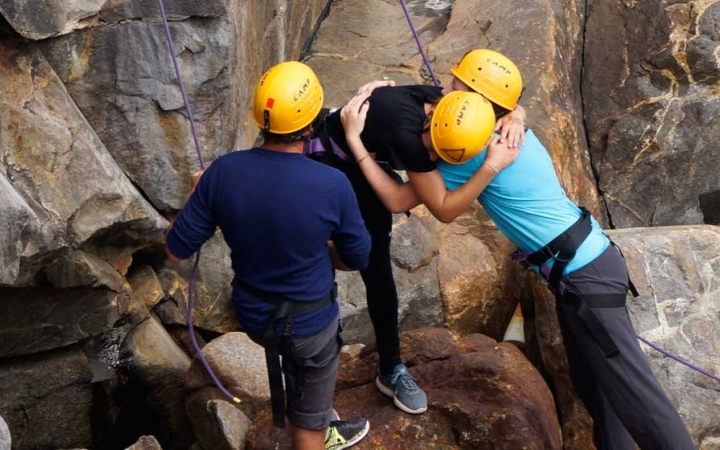 middle schoolers gain confidence while rock climbing in maine