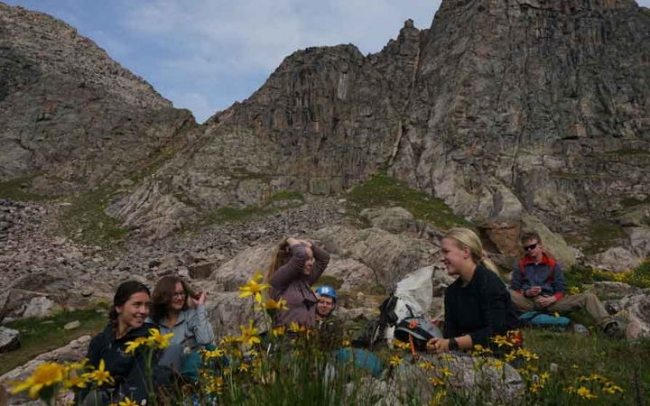 students learn mountaineering on gap year program in colorado